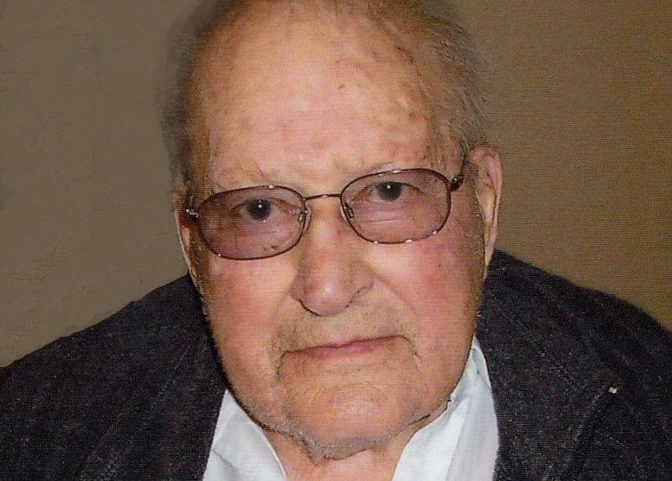 Petersen, Lloyd Arnold Obituary Photo